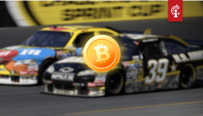 Bitcoin (BTC) logo's nu te zien op NASCAR-auto van Darrell Bubba Wallace