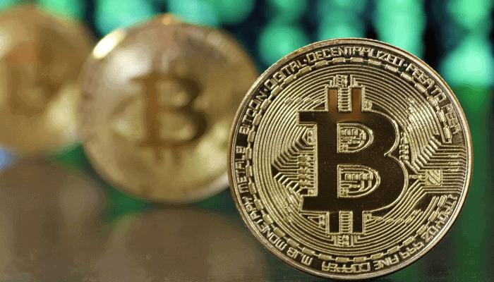 MicroStrategy aandelen gedegradeerd nadat het aankondigt meer in bitcoin (BTC) te investeren