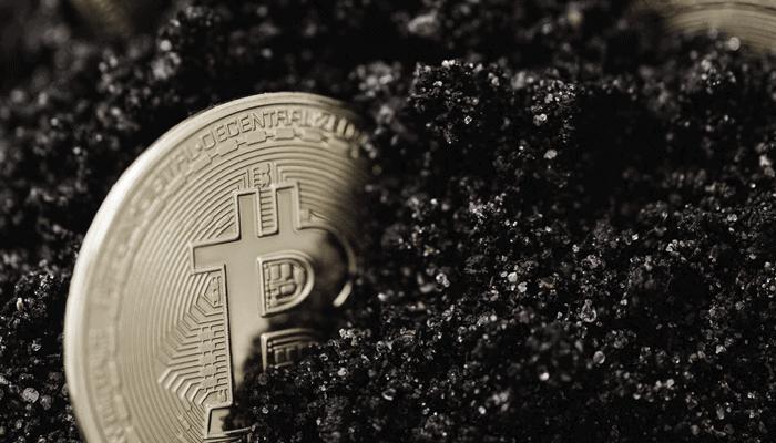 Oeroude bitcoin (BTC) uit Satoshi-tijdperk werd voor het eerst verplaatst op verjaardag